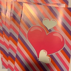 EIGHT heart notepads!
